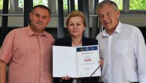 Od lewej: Wojciech Szulc,  Ewa Bajcar i Janusz Minda z nominacją  do udziału w Programie Najwyższa Jakość Quality International 2020