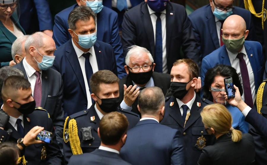 Awantura w Sejmie. Kaczyński chroniony przez Straż Marszałkowską
