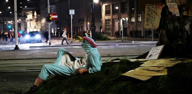 Strajk Kobiet: Środowe nocne protesty w Warszawie [ZDJĘCIA]