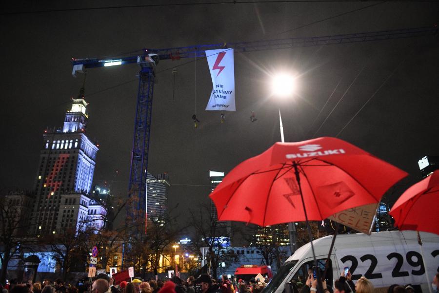 Transparent Greenpeace rozwinięty podczas protestu pod hasłem \